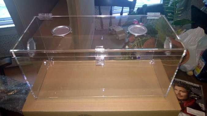 5 gallon Lorex Acrylic Enclosure. Notice the lip and locking hasp.